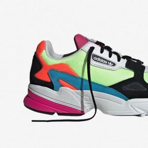 sneakers_colores_naranjas_azules_rosas_color_block